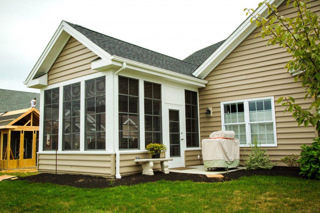Three four season sunrooms zephyr thomas home improvement for 3 season room additions