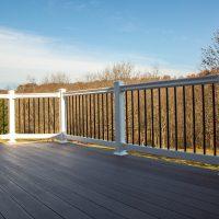 deck with vinyl railings