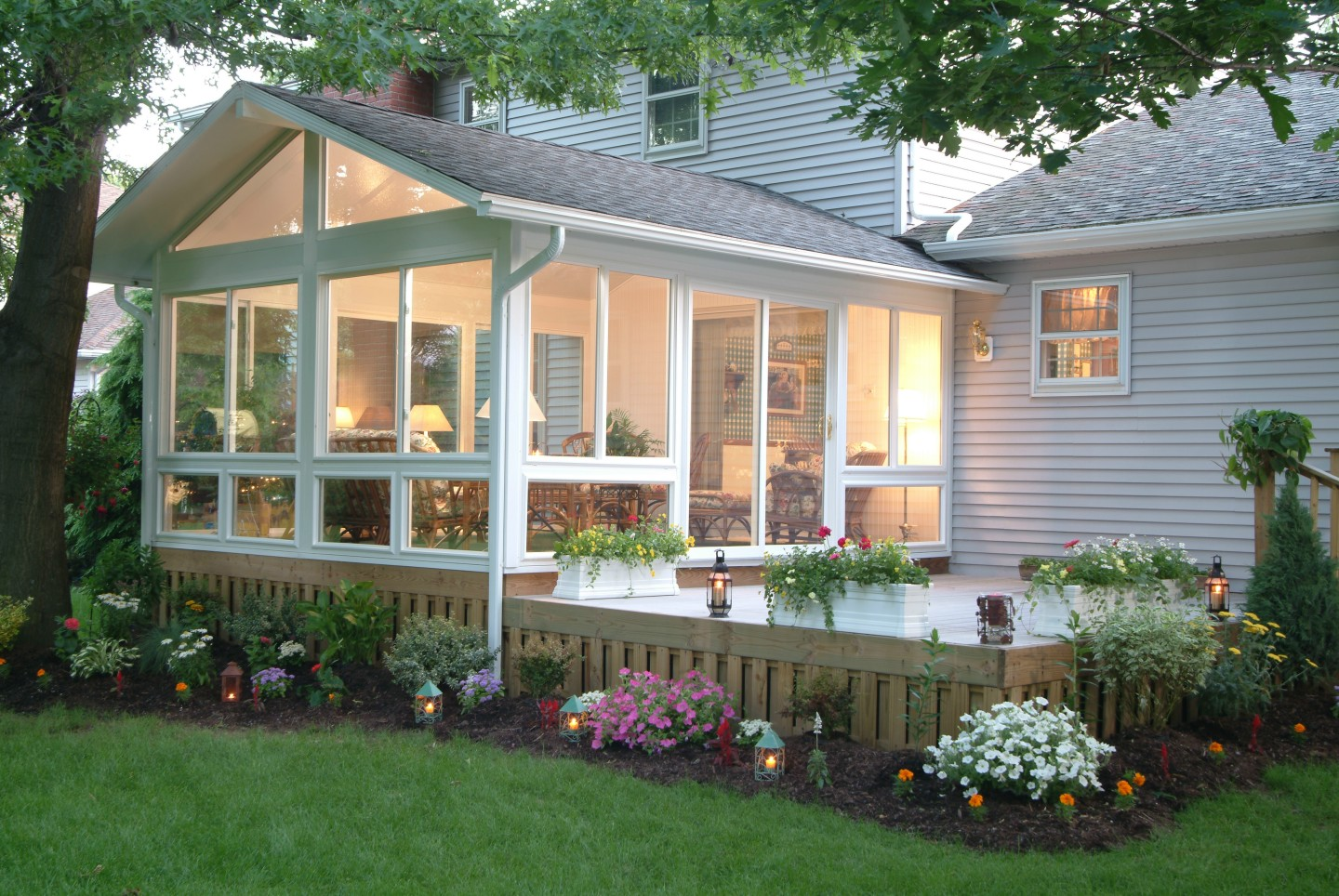 Three four season sunrooms zephyr thomas for Four season porch plans