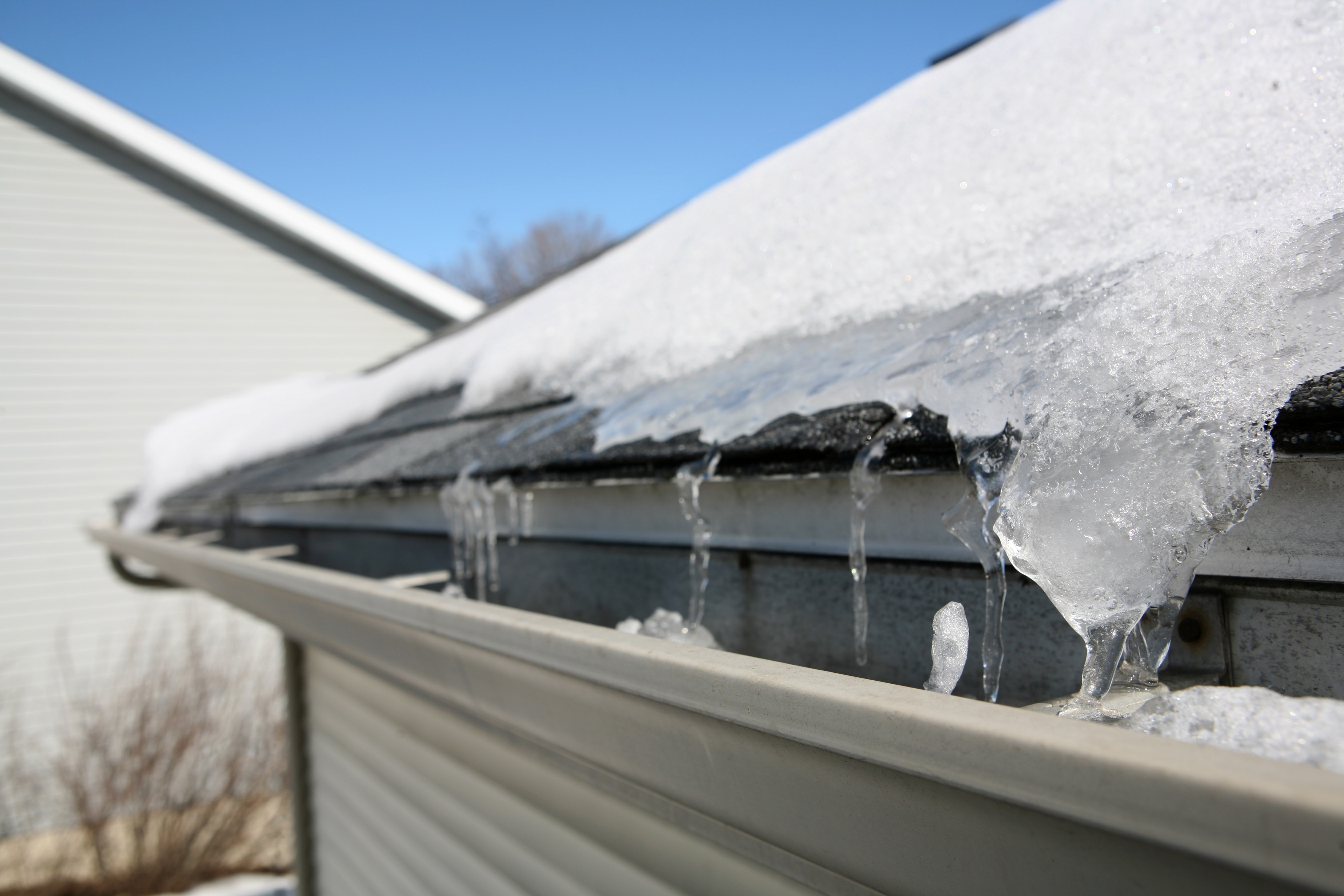 How To Prevent Winter Roof Amp Gutter Damage Zephyr Thomas