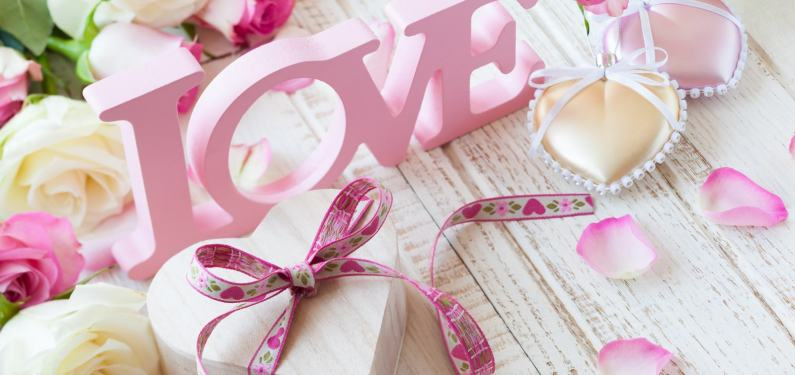 valentine's day decor letters presents hearts